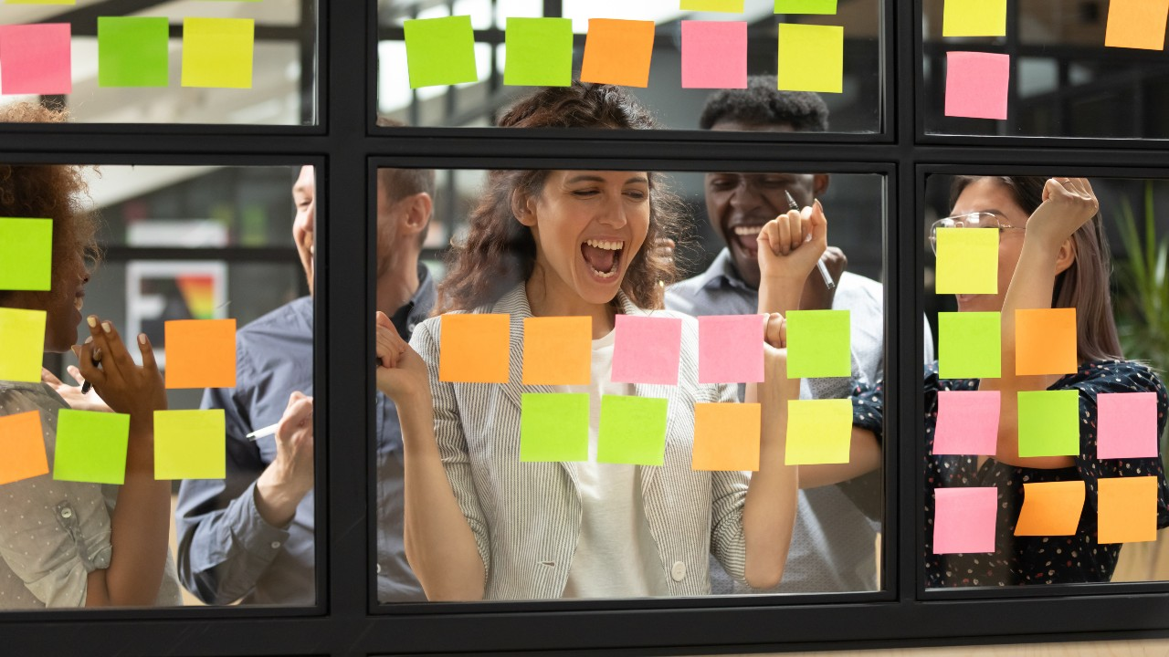 A new hire celebrates as she accomplishes an onboarding milestone.